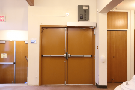 Handicapped door (electronically operated)